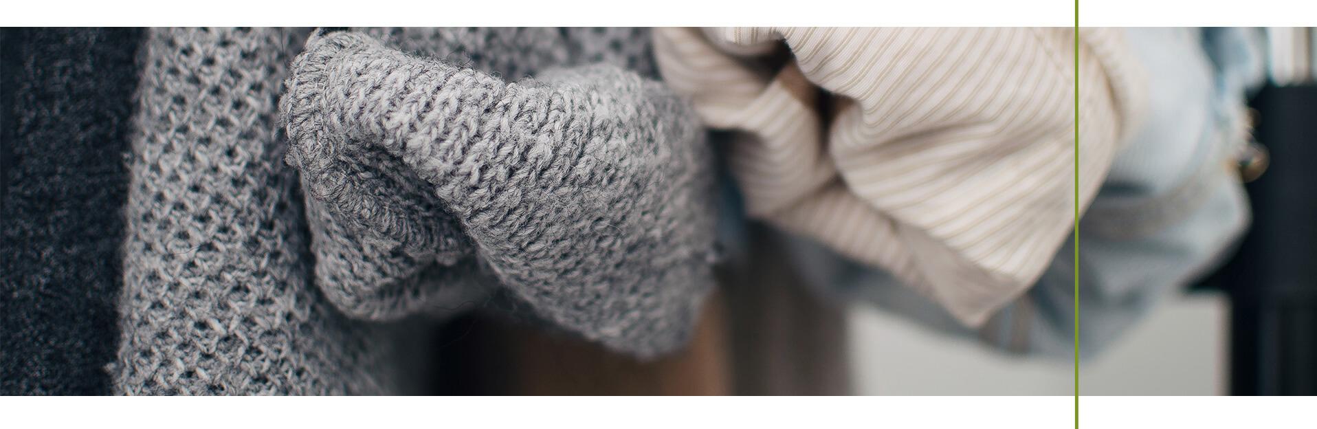 Kapsułowa garderoba, czyli jak kupować mniej ubrań